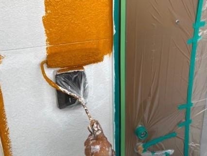 上塗り塗装工事の様子