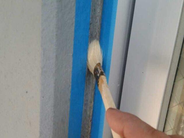 外壁コーキング補修の様子
