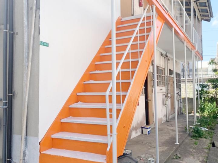 福岡県北九州市のアパート階段部分の塗装工事が完成